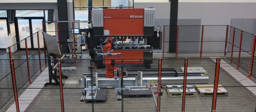 The new bending solution AMADA ABS-R in the Showroom of the SOLUTION Center Haan.